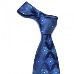 Mørkeblåt slips med blåt mønster. De mørkeblå farver nedtoner det fremtrædende i dette slips