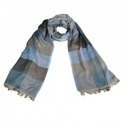 Lækkert halstørklæde til mænd. Ternet med farver blå, grå og brunlige nuancer.